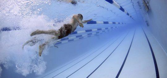 Nadando en Polideportivo